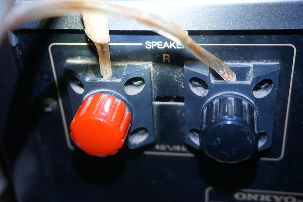 アンプとスピーカーの接続方法